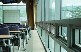 Una empresa, condenada por no facilitar que su empleado pudiera ir a clase