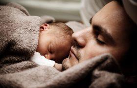 La ampliación legal del permiso de paternidad anula cualquier mejora de los convenios colectivos