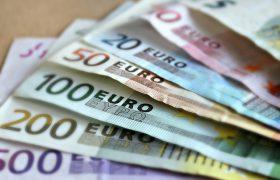 El salario mínimo, límite de lo embargable para reparar un delito