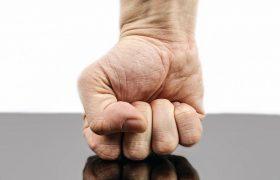 La empresa no es responsable de las lesiones producidas por la agresión de un empleado a otro